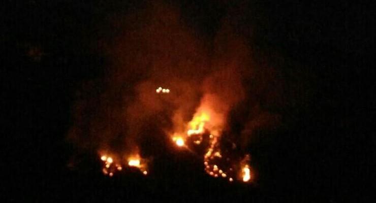 Notte di fiamme a Sant'Angelo di Brolo a causa di un incendio