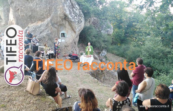 La caratteristica messa tra i boschi alla Rocca U bannu a Sant'Angelo di Brolo